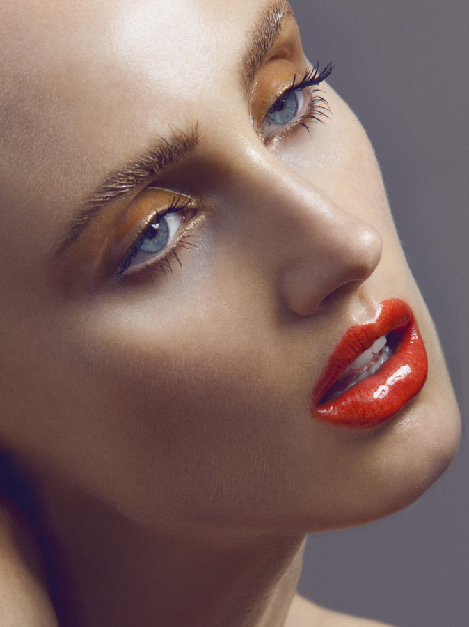 Max Made » GET THE LOOK; EYE GLOSS, THE HOTTEST EYE TREND ...